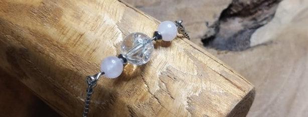 Bracelet avec perles de cristal de roche craquelé et quartz rose