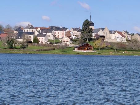 Het dorpvismeer van Cressat / Cressat village fishing lake