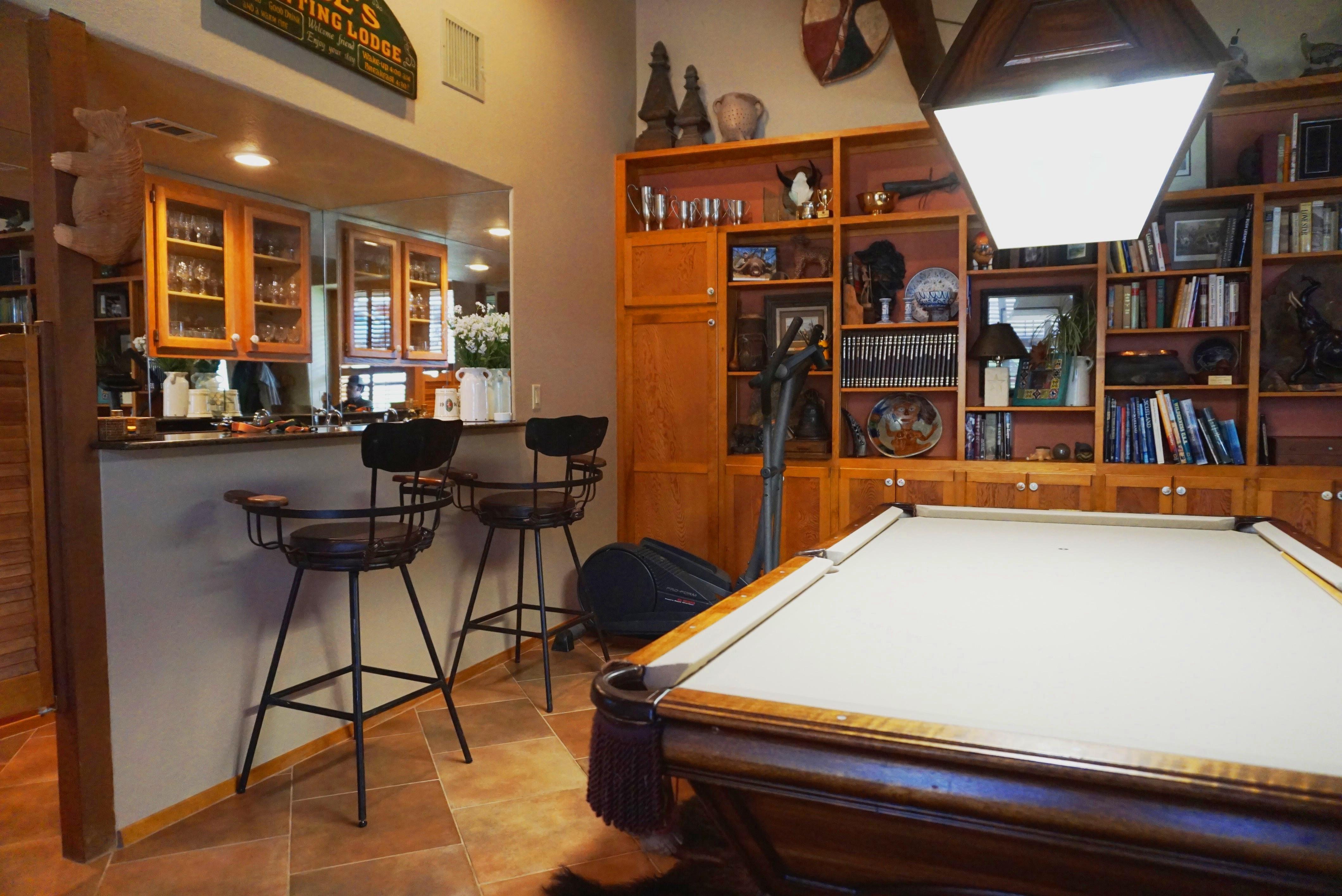 pool table / bar