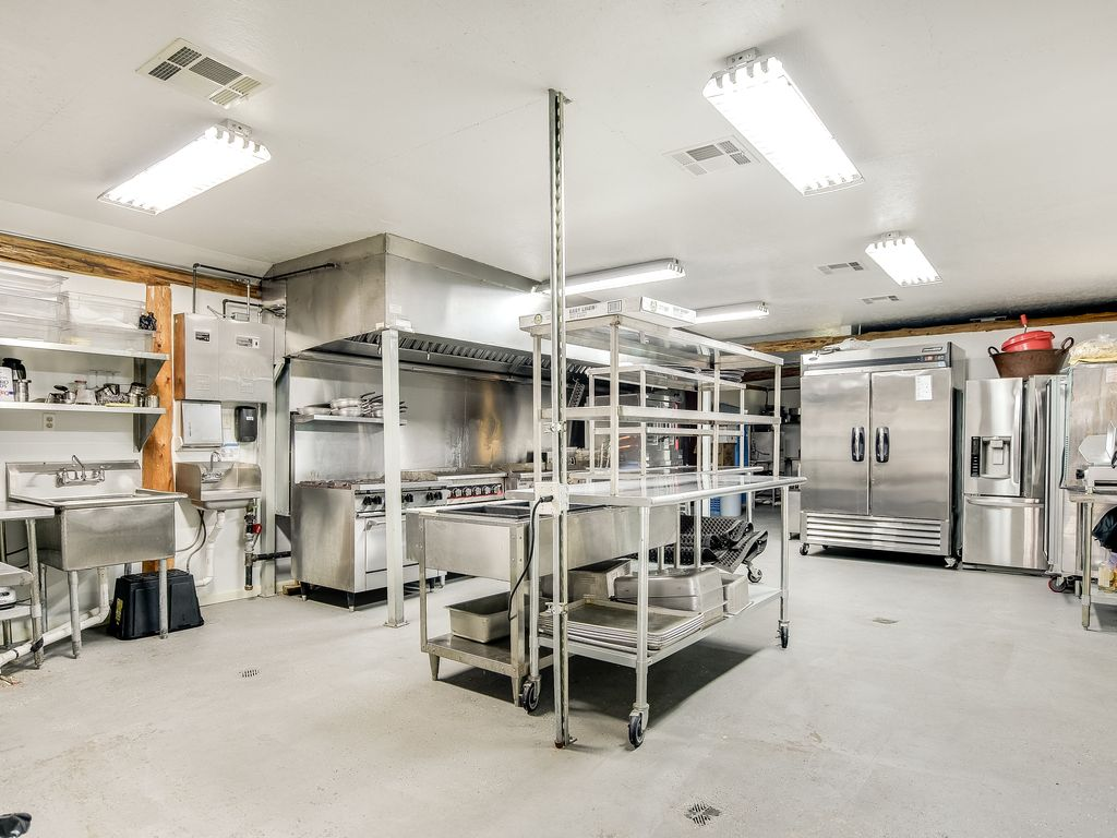 Commercial Kitchen in Palapa