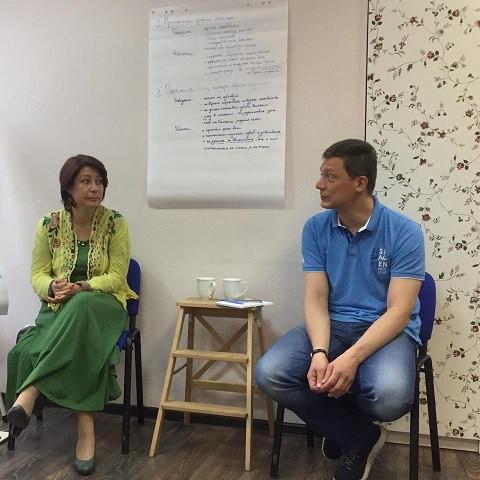 Оксана Орлова и Денис Кондратьев ведут семинар по работе с умирающими