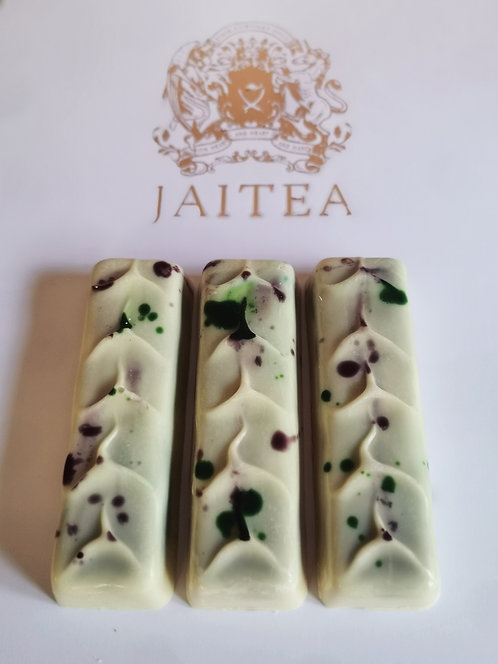 1 x Little Luxuries Irish Cream Ganache Filled White Chocolate Bars