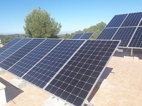 Instalación aislada de 10kW + 24.85kWh de batería de litio.