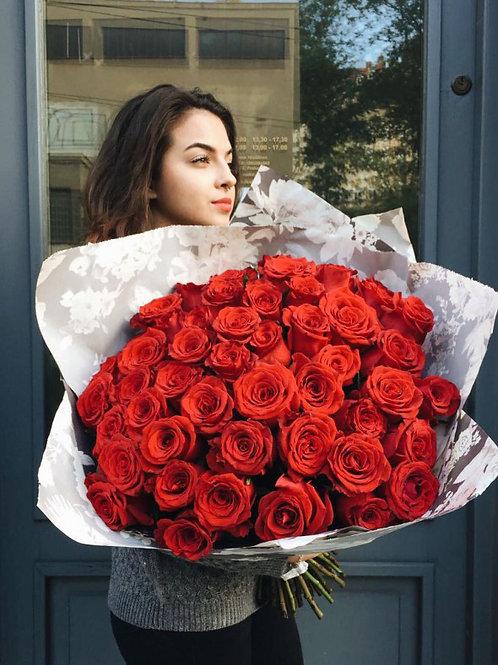 51 роза в крафте