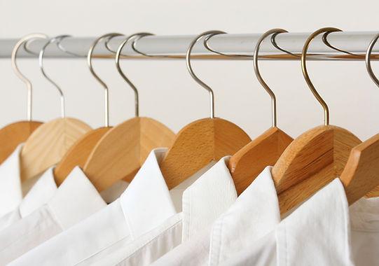 Vyžehlené bílé košile