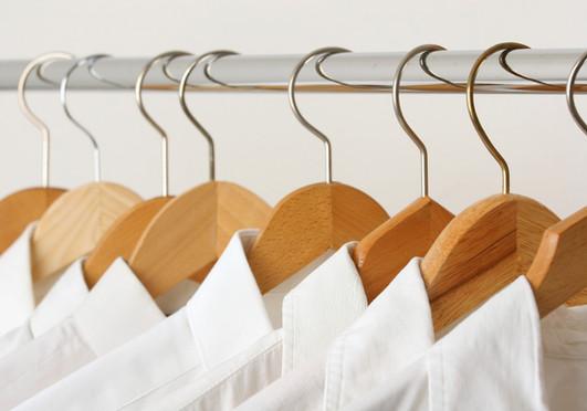 Chemises sur cintres