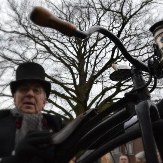 Dickens Festijn Drunen fiets_edited