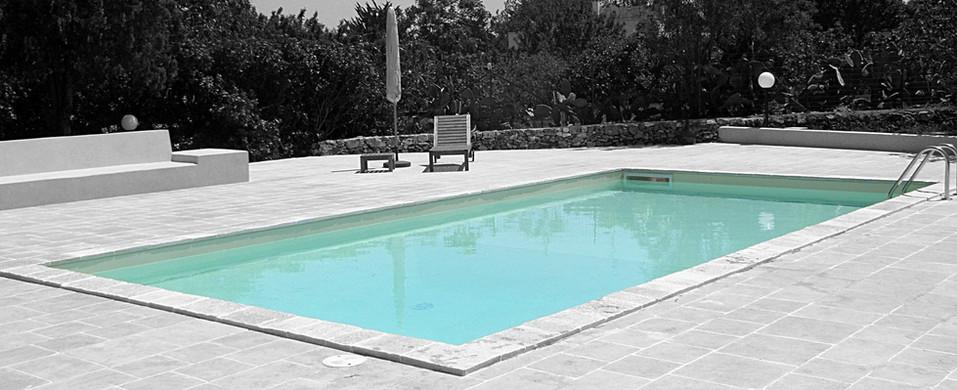 piscina desaturata.jpeg