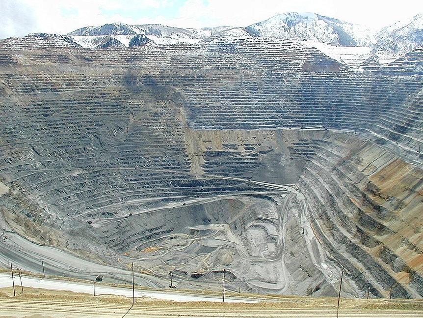 Bingham Canyon Mine 01.jpg