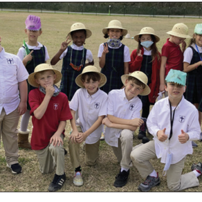 Dinosaur experts share knowledge with classmates