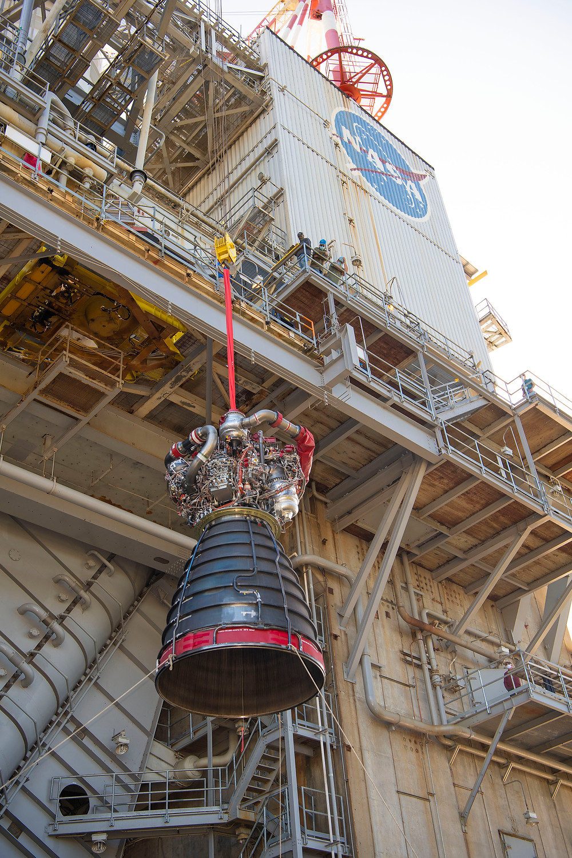 RS-25 Engine Installation