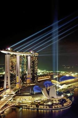 Marina Bay Sands Ansicht bei Nacht.jpg