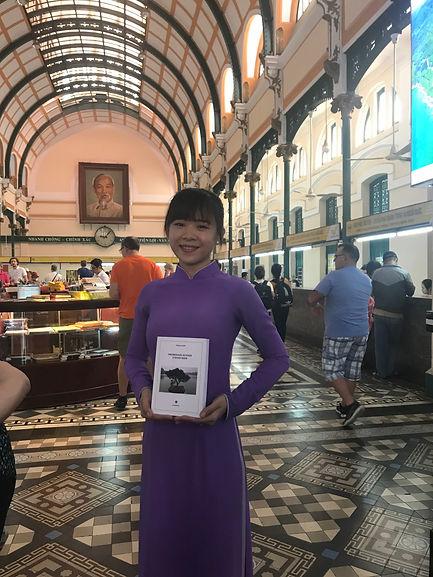 Le roman Promenade autour d'Hoan Kiem de Philippe Mary dans la poste centrale à Saïgon