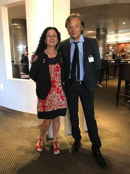 """Philippe Mary auteur du roman """"Promenade autour d'Hoan Kiem"""" accompagné de Viviane"""