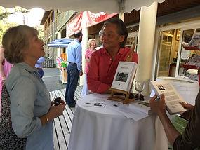 séance dédicace au Cap-Ferret du roman Promenade autour d'Hoan Kiem de Philippe Mary