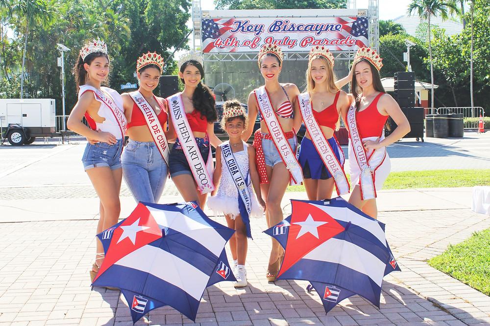 Las reinas de Miss Cuba US en el desfile de Key Biscayne 4th of July Parade