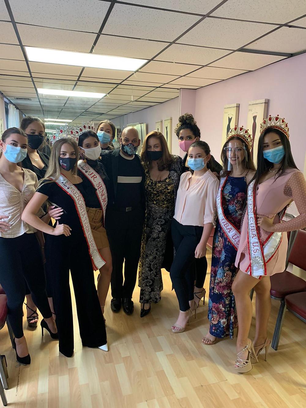 as reinas de Miss Cuba US y Señorita Cuba juntas con Alicia Faccio con Sixto Nolasco, guru de la moda y belleza