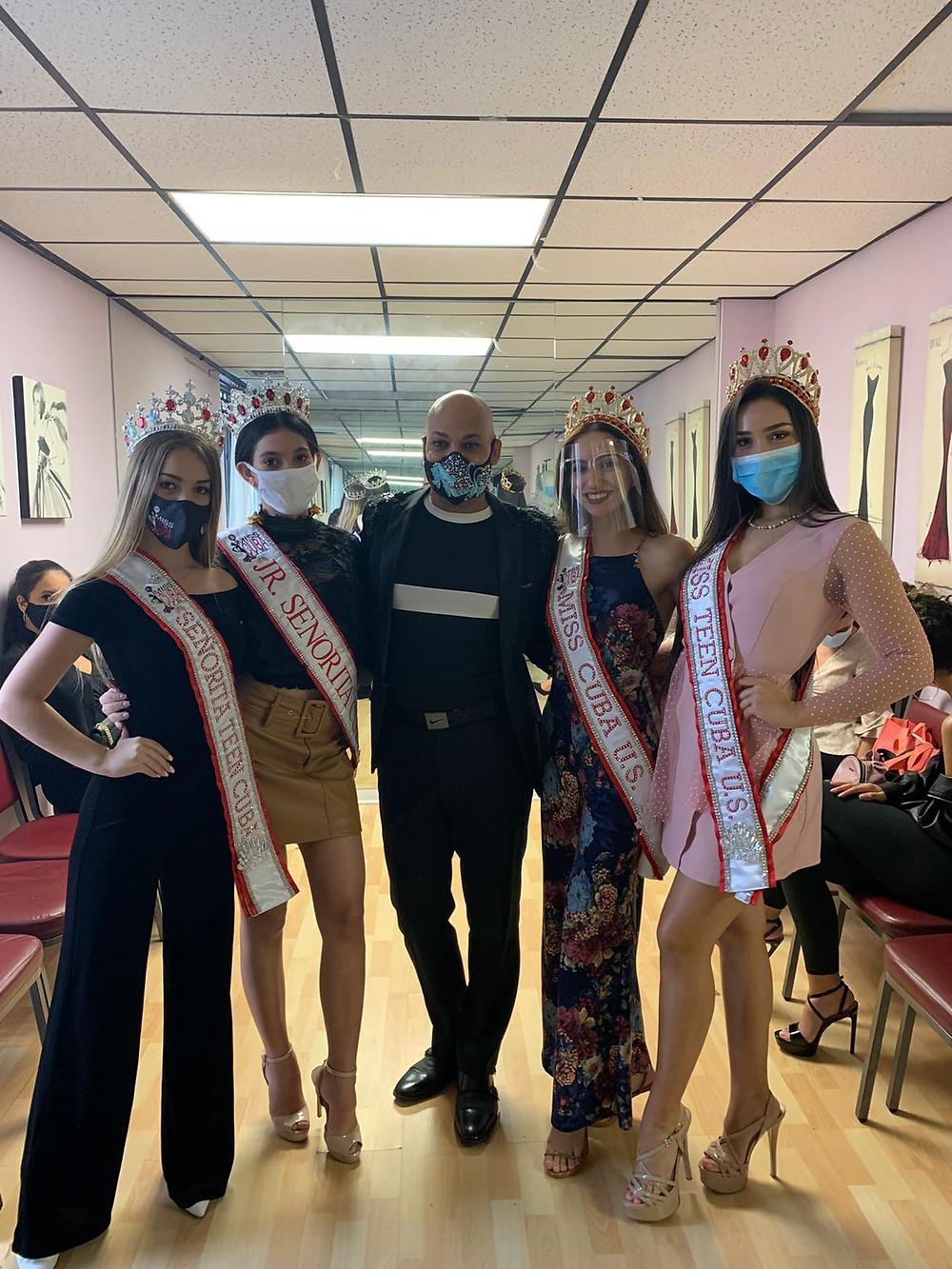 as reinas de Miss Cuba US y Señorita Cuba con Sixto Nolasco, guru de la moda y belleza