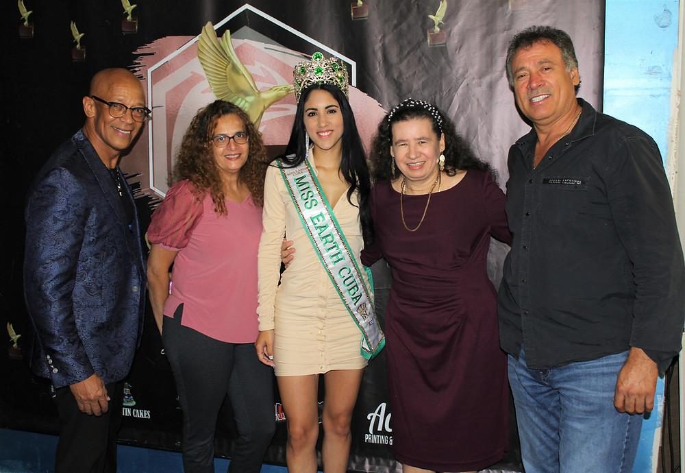Miss Earth Cuba 2021, Cynthia Linnet Lau con el equipo de ArkyHawk TV