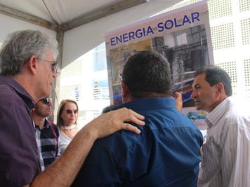 Com investimentos do Procase, Ricardo entrega sistema de produção de energia solar e caminhão frigor