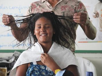 Procase realiza curso de 'Identidade e cuidados com os cabelos afros' com jovens quilombolas