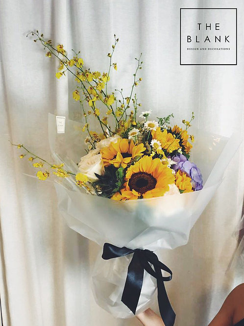 Graduation Flower Bouquet with Msg Balloon