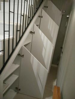 Mueble lacado a medida, escalera