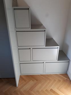 Mueble-escalera para subir a la cama