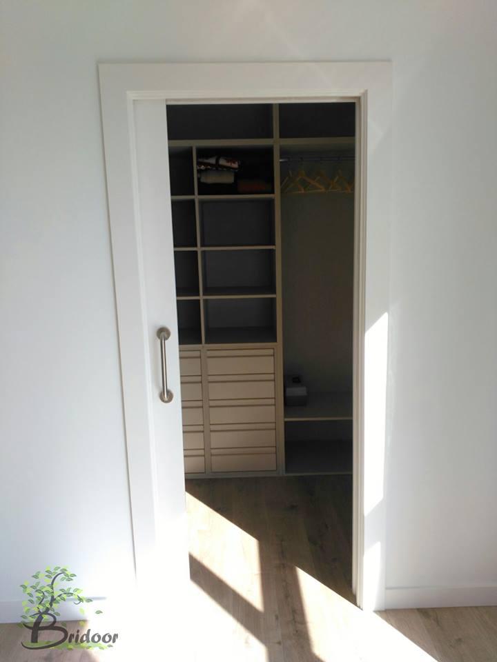 Puerta corredera para vestidor