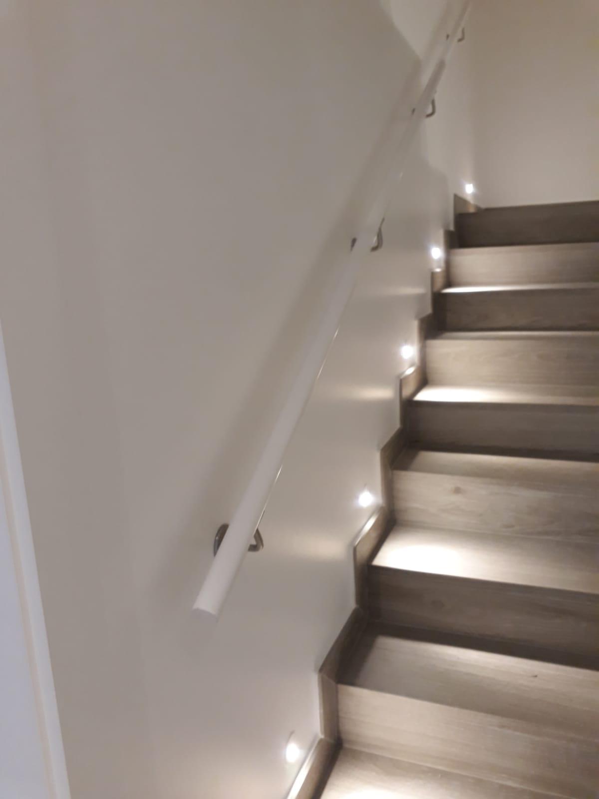 Escalera con iluminación