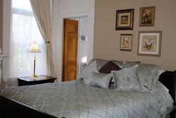 Maine hotels Lewiston guestroom
