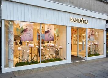 Pandora visual merchanding 3.jpg