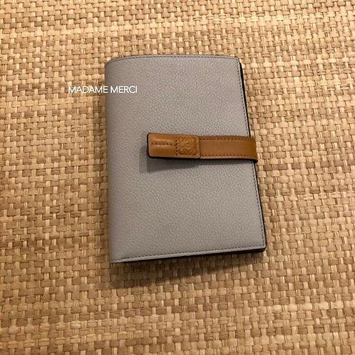 【LOEWE】Medium Vertical Wallet / Light Oat+Honey