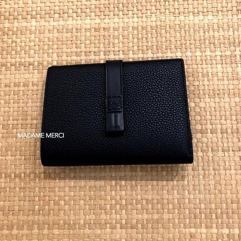 【LOEWE】Medium Vertical Wallet / Black