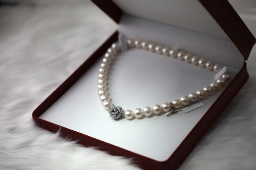 Pearl necklace for a bride's wedding day