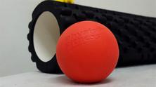 שימוש בגליל ובכדור עיסוי להפחתת כאבים ושיפור ביצועים