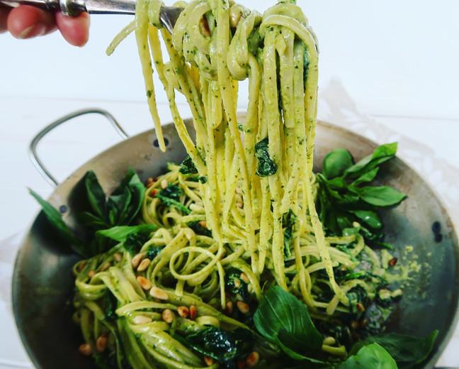 Creamy Spinach & Pesto Linguini