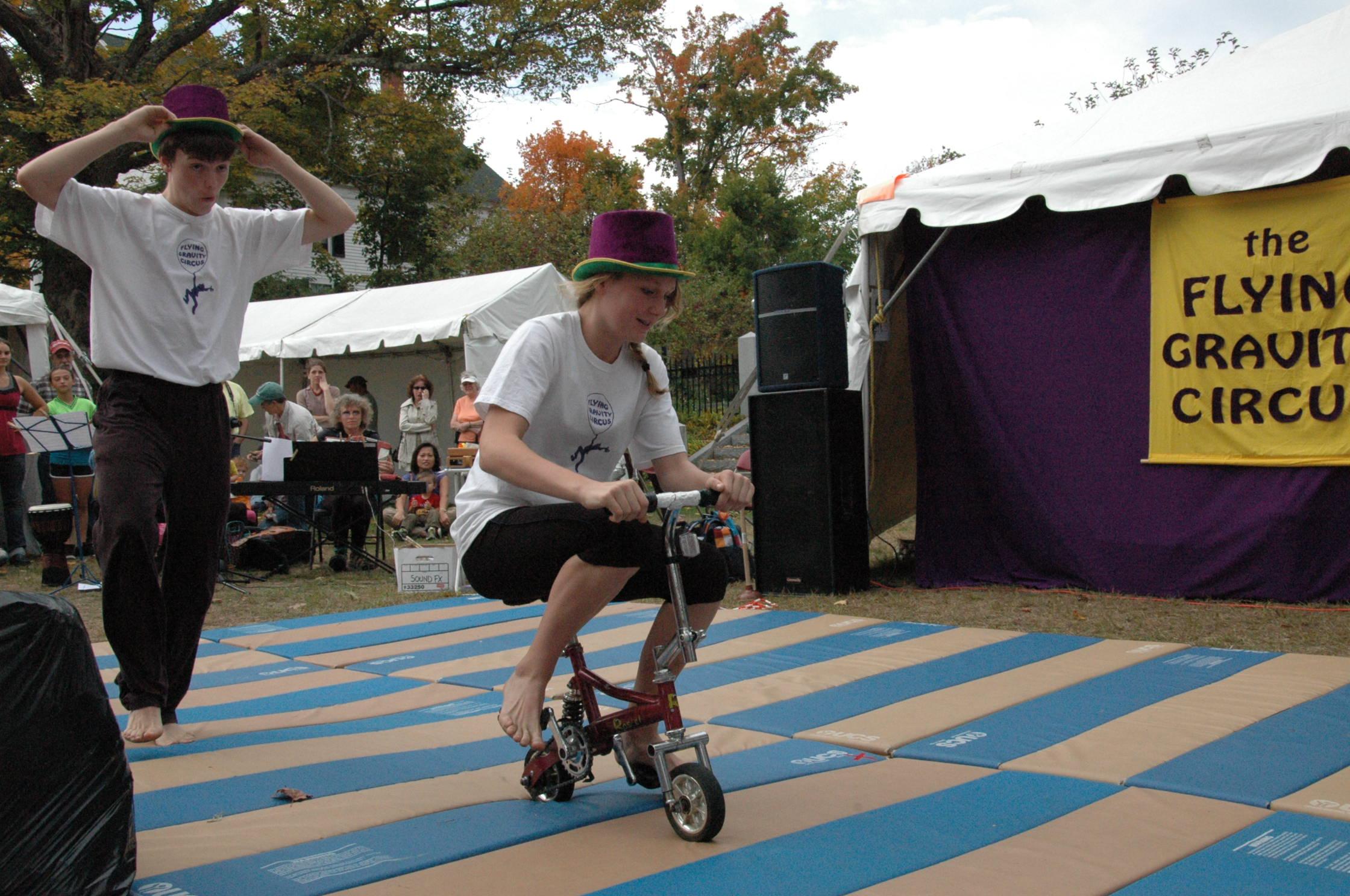 2012-10-06 Flyin Gravity Circus - Pumpkin 096.JPG