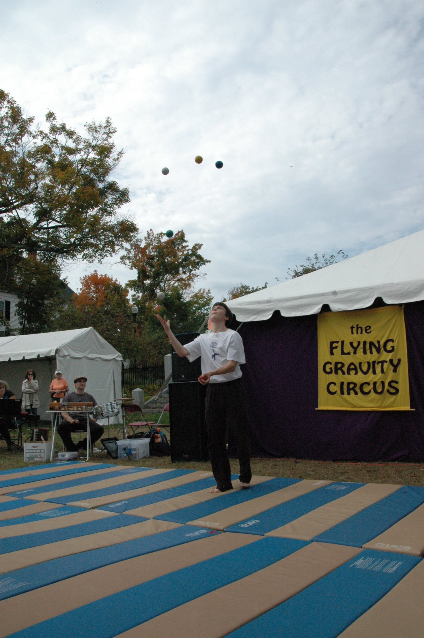 2012-10-06 Flyin Gravity Circus - Pumpkin 064.JPG