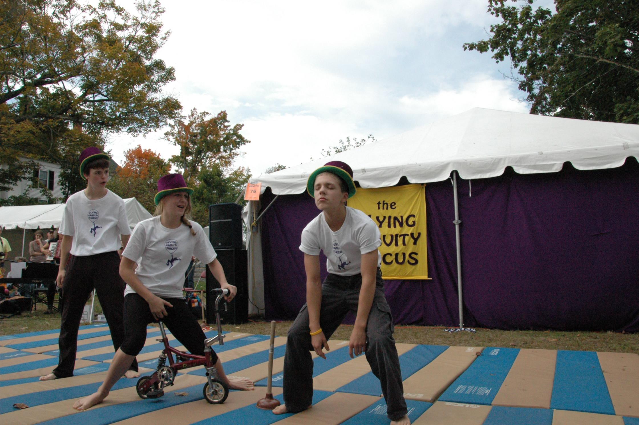 2012-10-06 Flyin Gravity Circus - Pumpkin 101.JPG