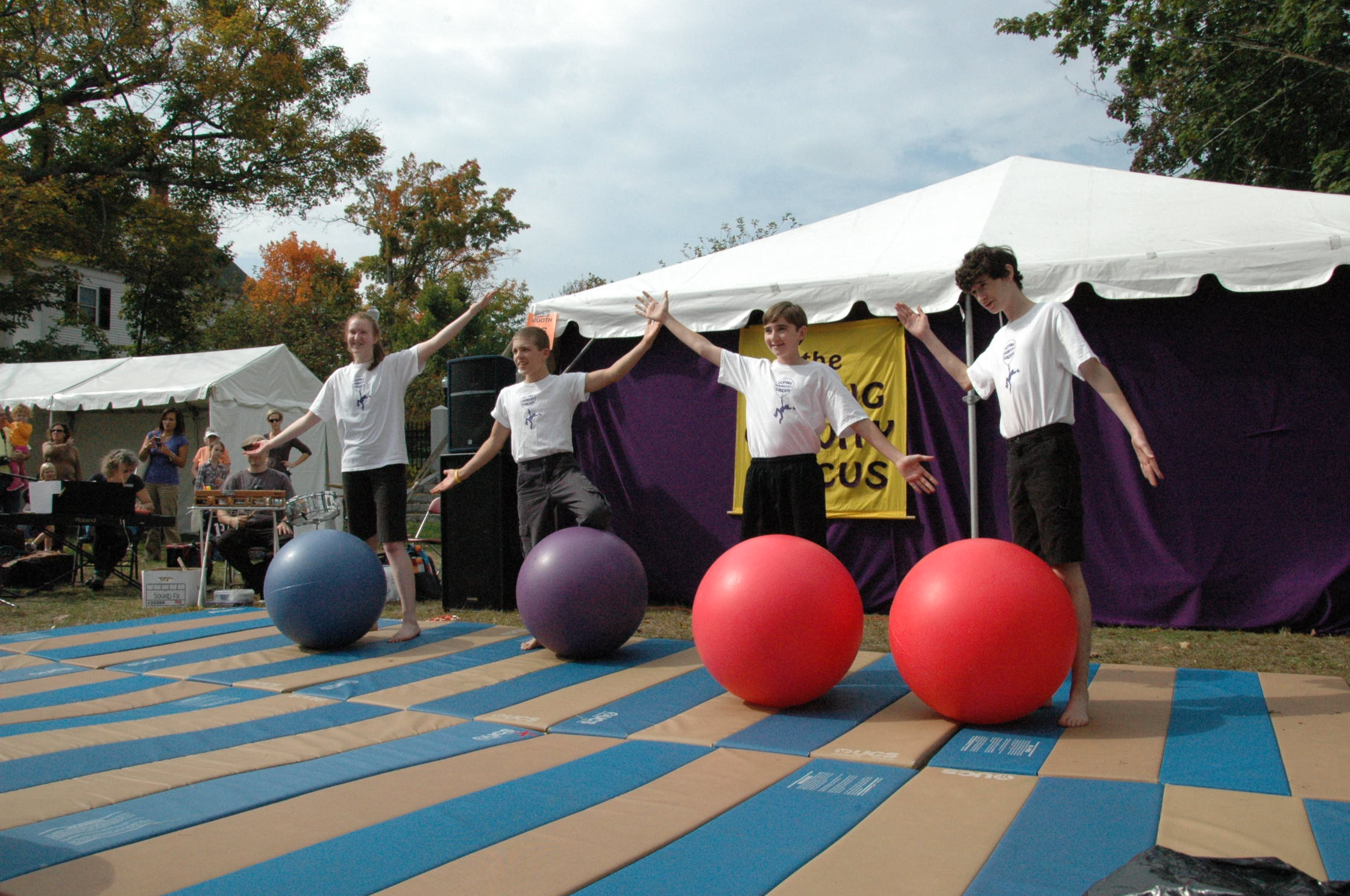 2012-10-06 Flyin Gravity Circus - Pumpkin 081.JPG