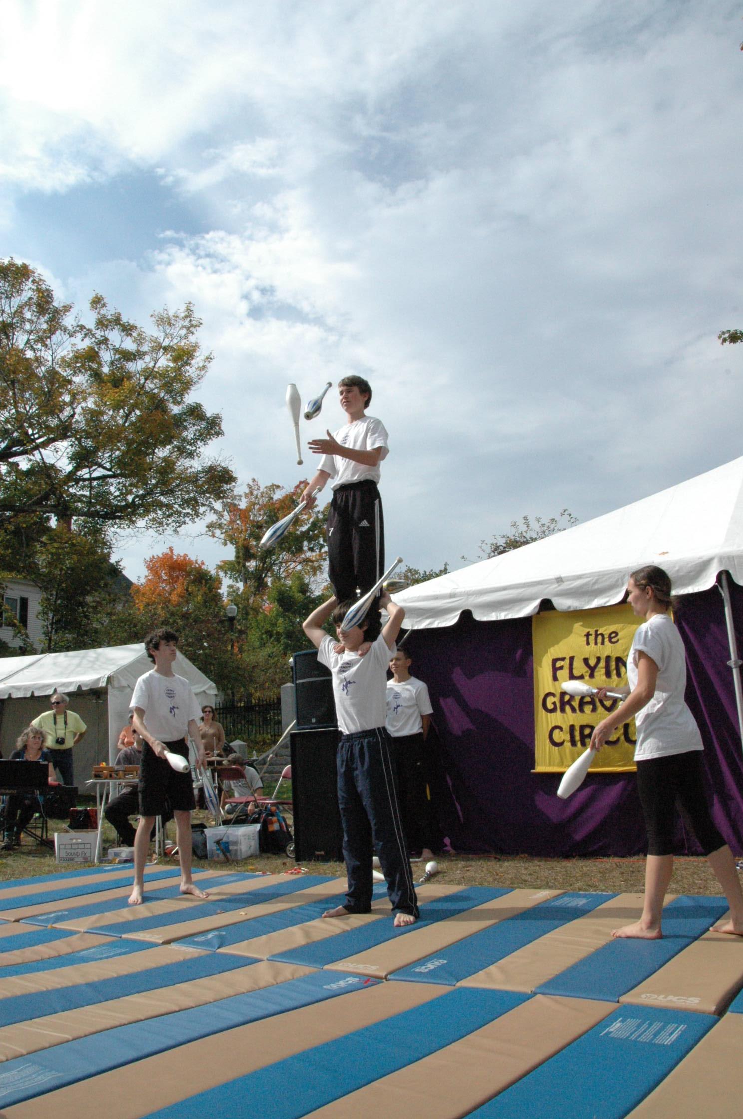 2012-10-06 Flyin Gravity Circus - Pumpkin 118.JPG