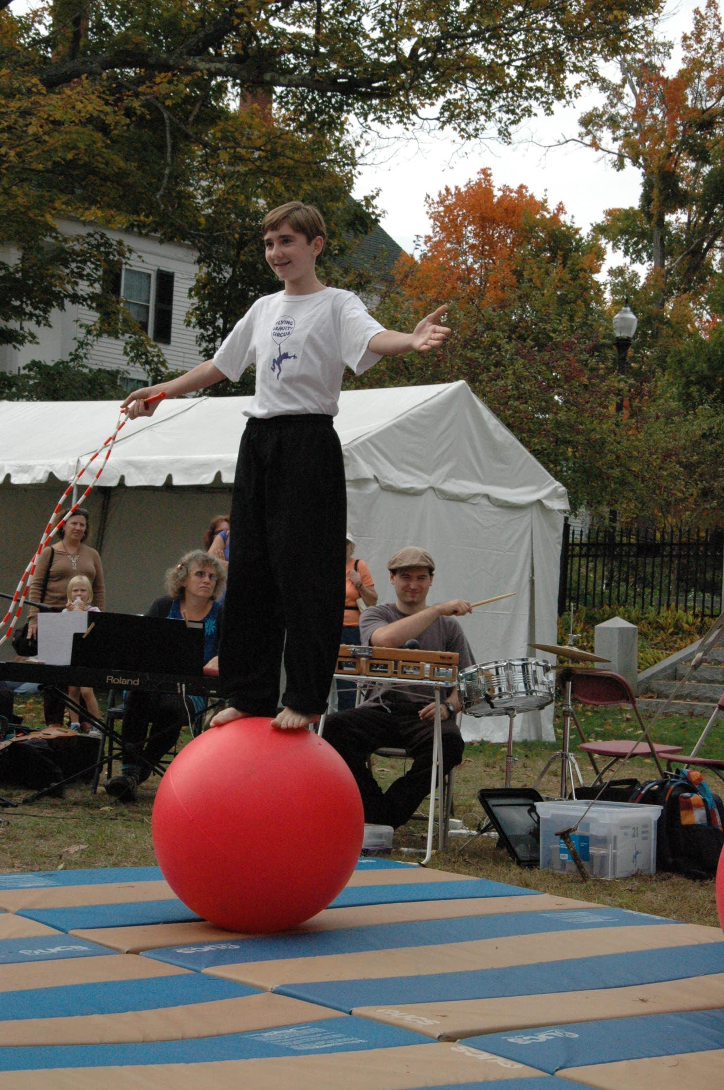 2012-10-06 Flyin Gravity Circus - Pumpkin 075.JPG