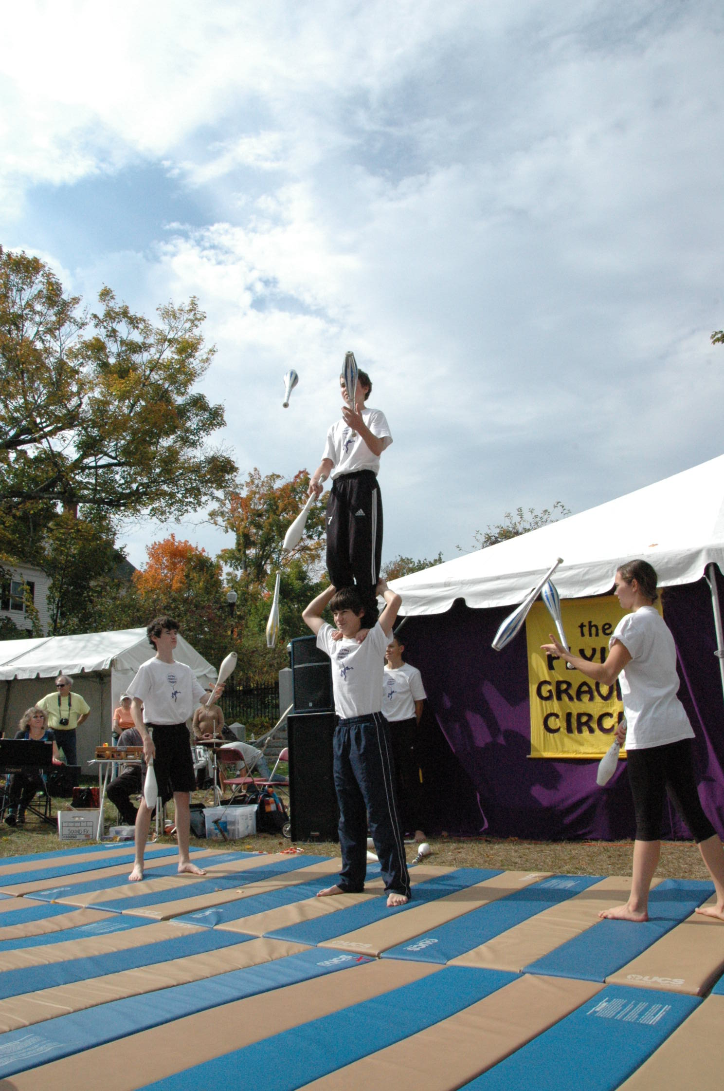 2012-10-06 Flyin Gravity Circus - Pumpkin 119.JPG