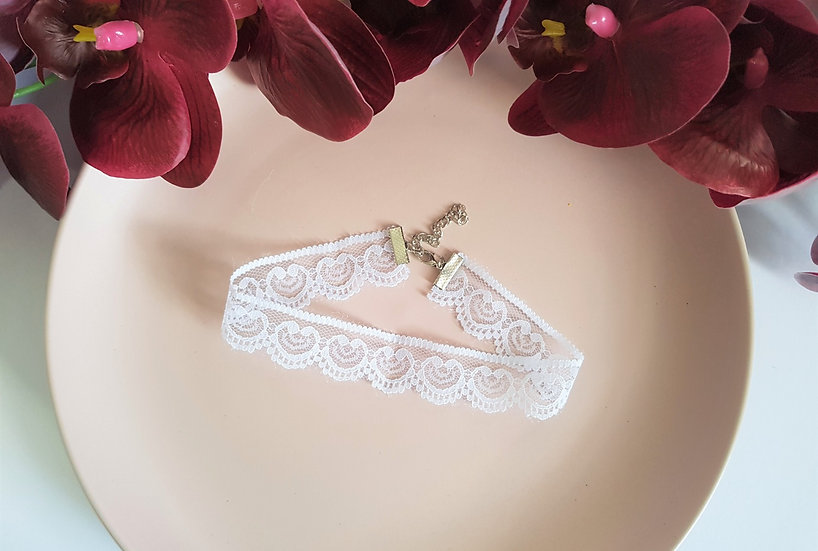 White Heart Lace Choker