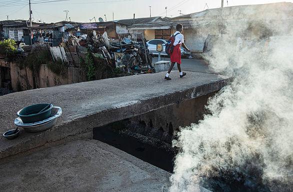הדרך לבית הספר עוברת דרך עשן המדורה