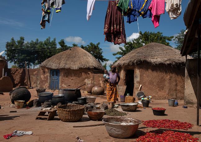 בחצר הבית בגאנה