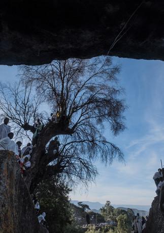 מתפללים מעל כל סלע  בטקס לכבוד השנה האזרחית החדשה באתיופיה