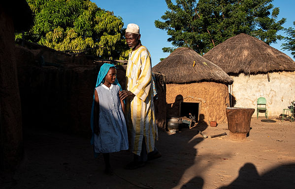 מגע במתחם המשפחתי בכפר