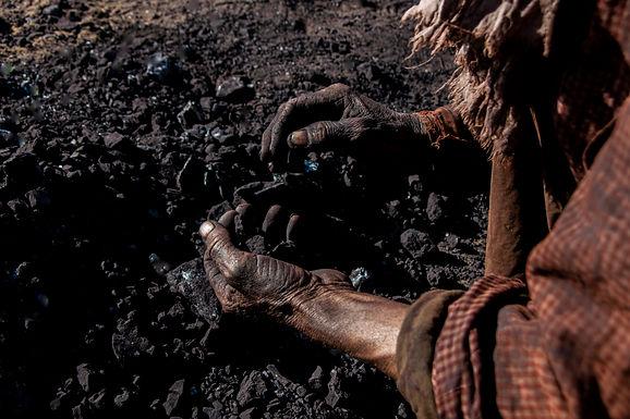 ידיים עמלות במכרות הפחם  במרוקו